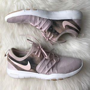 Nike free tr 7 size 8